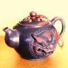 Ton-Teekanne im chinesischen Yixing-Stil mit eingearbeitetem Löwenkopf-Motivt kan