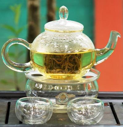 Artisan High Mountain Bi Luo Chun Grüner Tee in Glasteekanne