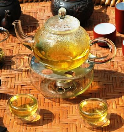 Artisan High Mountain Bi Luo Chun Grüner Tee serviert in Gong Fu Cha Setting