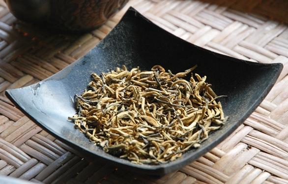 Fengqing Schwarzer Tee aus Yunnan: goldene Knospen