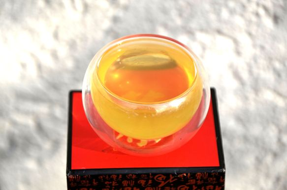 "Sencha ""Natsu"" unbeschatteter Japanischer grüner Tee: hellgrüner Aufguss"
