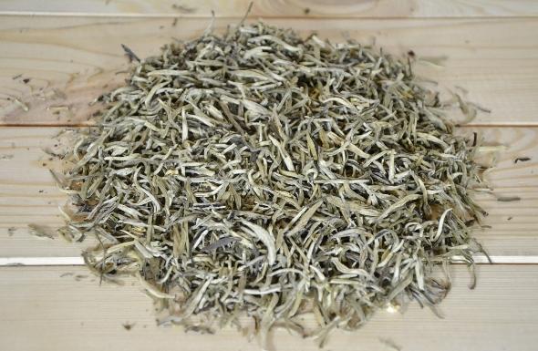 Mit Jasminblüten bedufteter Fuding Silver Needle Tee