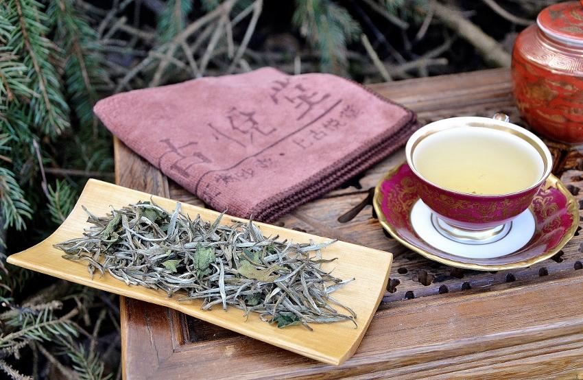 """Bolaven Silver Cloud Sticky Rice Weisser Tee : """"Silver Needle""""-Tee aus Laos, beduftet mit """"Sticky Rice""""-Kraut"""