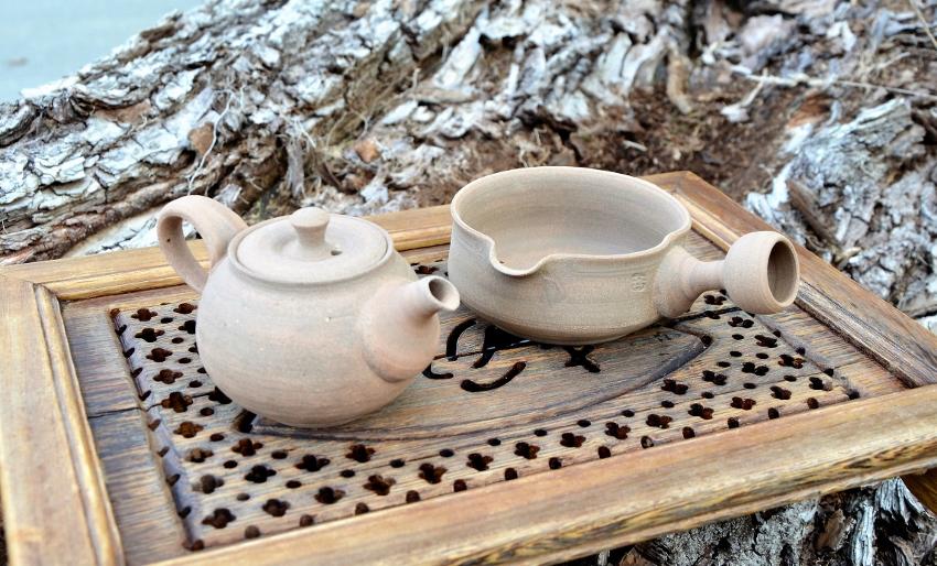 SiamTee Signature Yixing Teekännchen und Yuzamashi in feinem hellem Ton