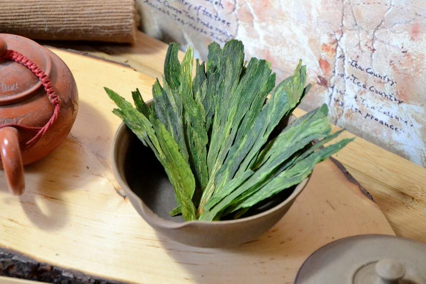 Tai Ping Hou Kui - charakteristisch große, fertig verarbeitete Teeblätter, gerollt und gepresst