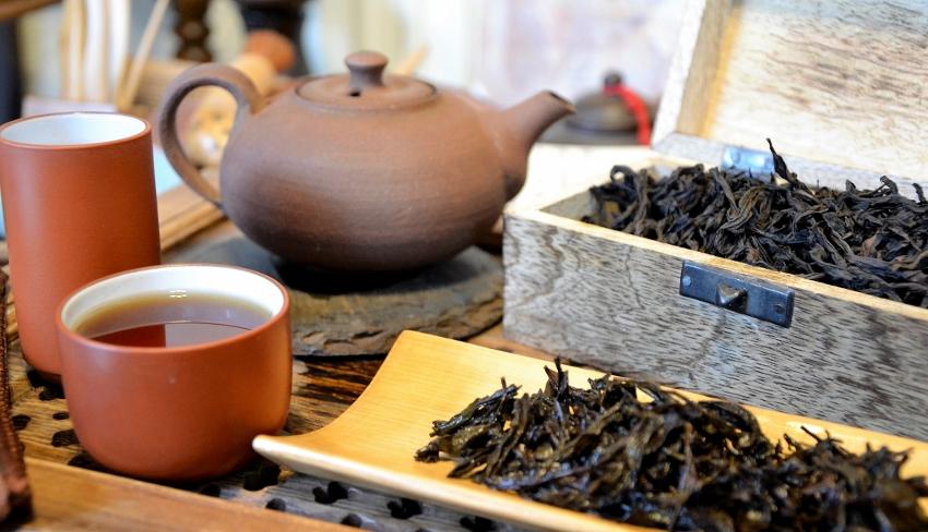 Tie Luo Han Wuyi Yan Cha Oolong Tee - aus dem Teegarten der Familie Chen in Da Shui Keng, Banyan, Wuyishan