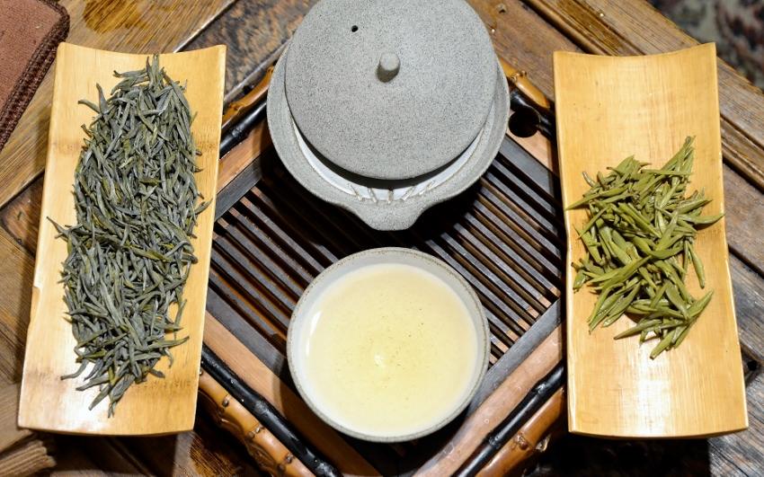 Gelber Silbernadel-Tee von der Insel Junshan, Dongting-Lake, Hunan, China