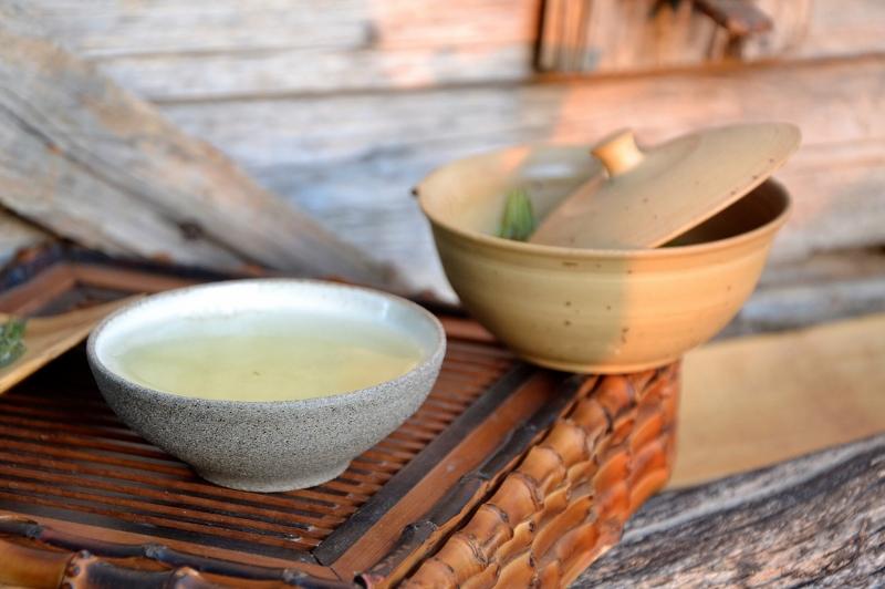High Mountain Zhu Ye Qing Grüner Tee aus Emei Shan, Sichuan, China : reine Knospe