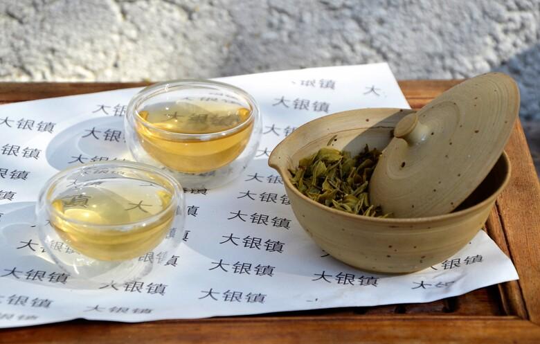 Qingming Maofeng Jasmine Snowflake (Bi Tan Piao Xue) - Jasmin-Grüntee auf Basis eines hochwertigen Mao Feng Grüntees aus Fanjingshan, Guizhou